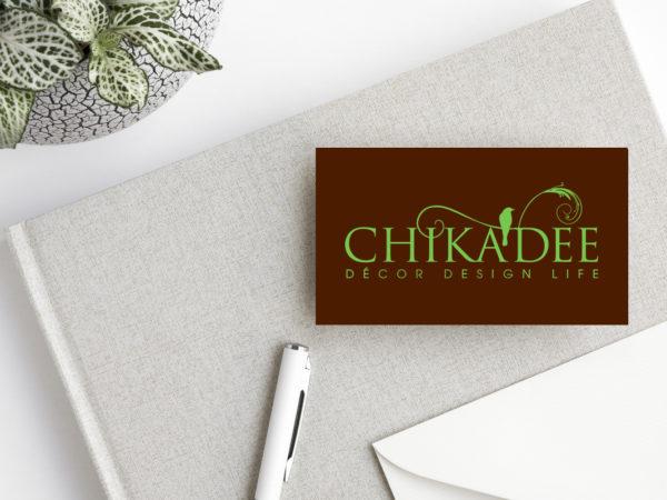 <span>Chikadee Décor</span><i>→</i>